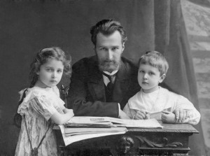 Boris_Klavdievich_Kabalevsky,_Dmitri_Kabalevsky,_Elena_Kabalevsky__St__Petersburg,_1909